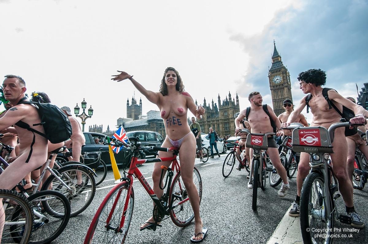 World Naked Bike Ride London -11 June 2016  Avpics - Phil -8705